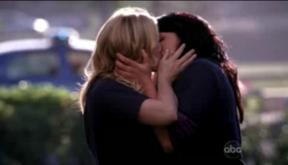Callie and Arizona Grey's Anatomy Kiss